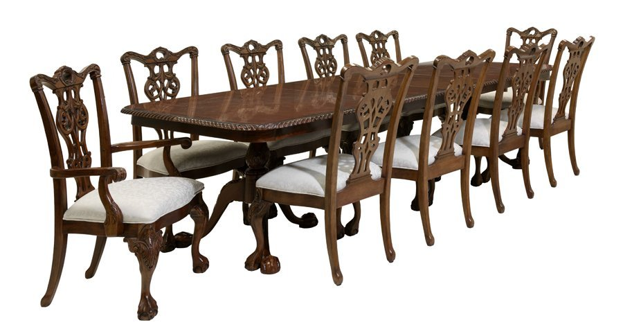 A CHIPPENDALE STYLE MAHOGANY DINING SET