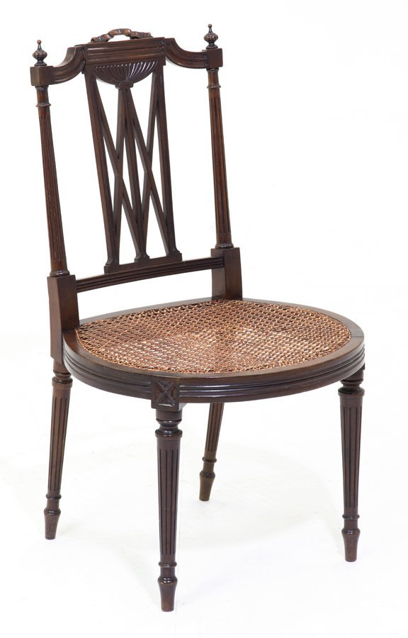 A FEDERAL STYLE CHAIR