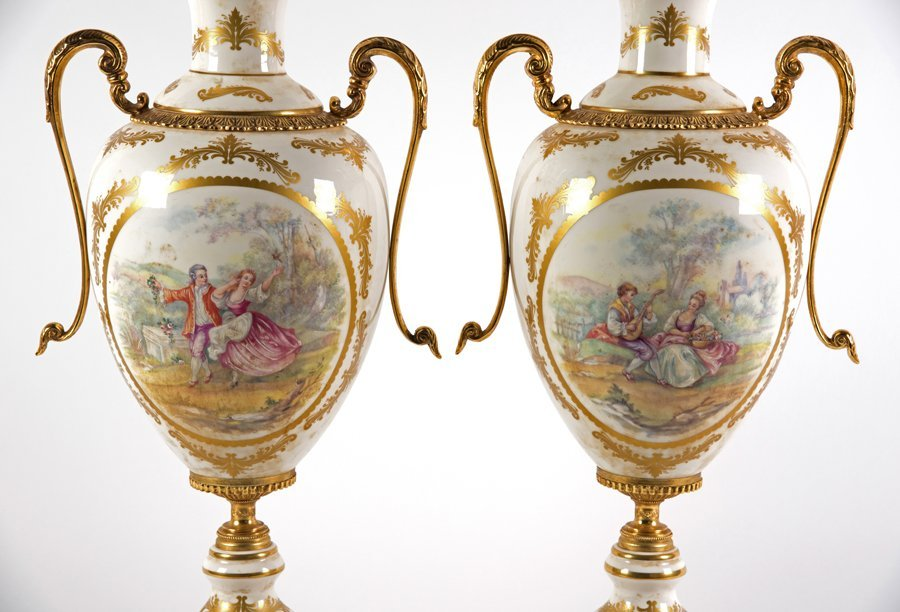 A CONTINENTAL STYLE PORCELAIN GARNITURE - 4