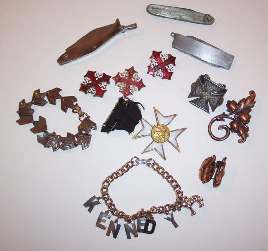 14: LOT OF ASSORTED PEN KNIVES, COPPER PINS,