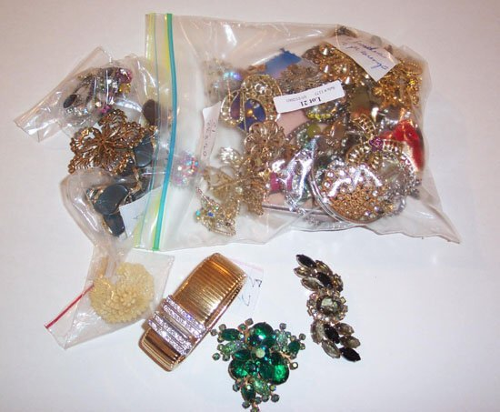 21: LARGE LOT OF ASSORTED RHINESTONE PINS, BR