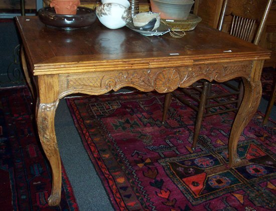 330: LOUIS XV STYLE OAK EXTENDING DINING TABL