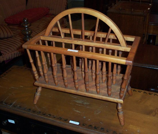 516: Maple Early American Style Magazine Hold