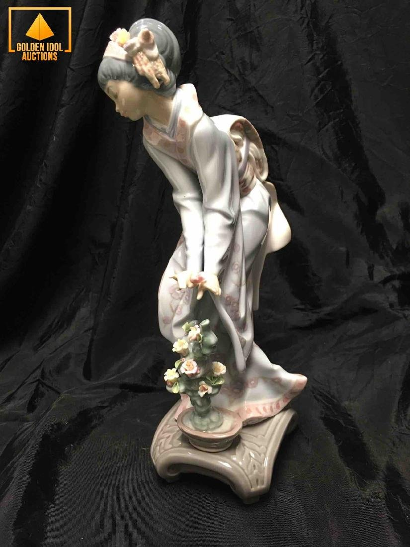 Lladro Porcelain Figurine Mayumi - 2