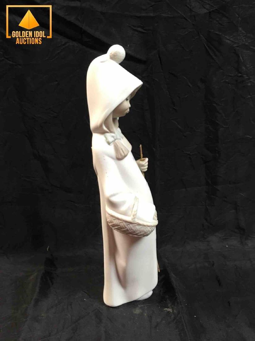 Lladro Figurine Lupita, Little girl with flowers. - 2