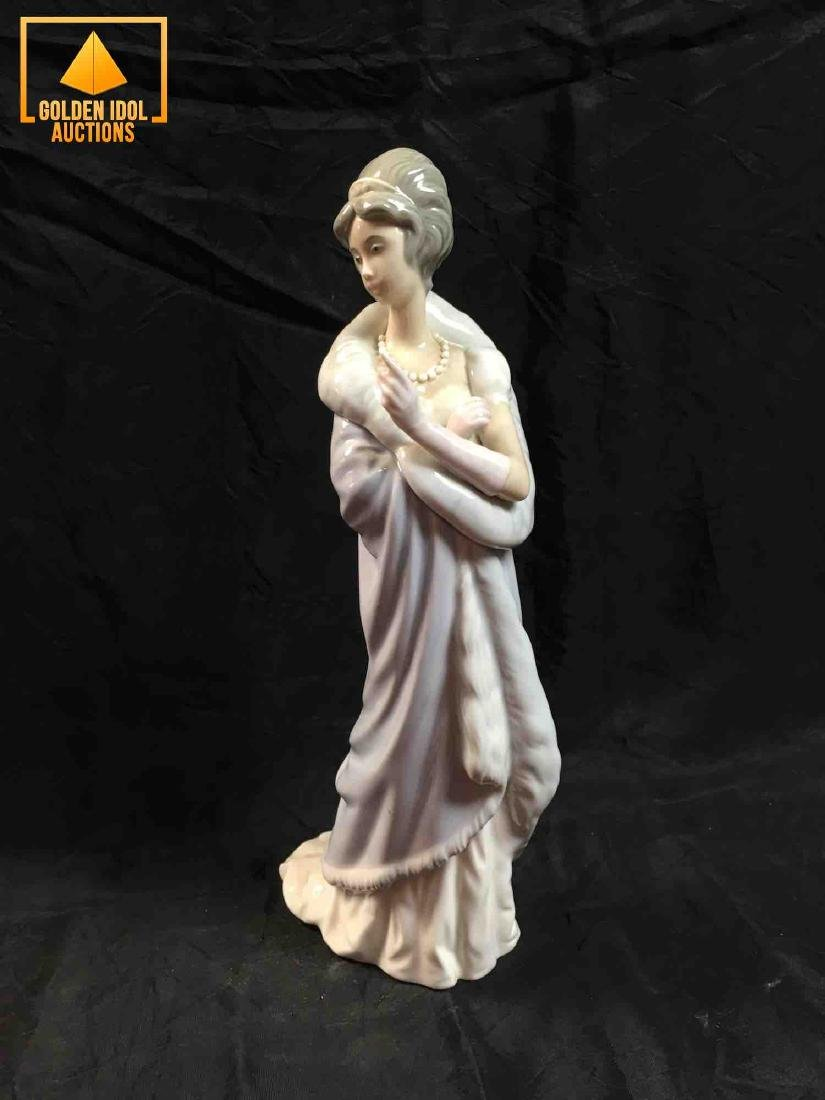 Lladro Porcelain figurine - Girl with dress.