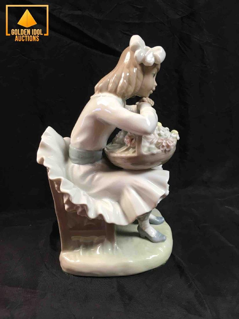 Lladro figurine - Girl with Flowers and Dog #1088G - 2