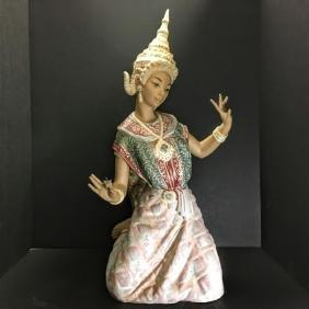 Lladro Figurine #2069 - Thai Dancer