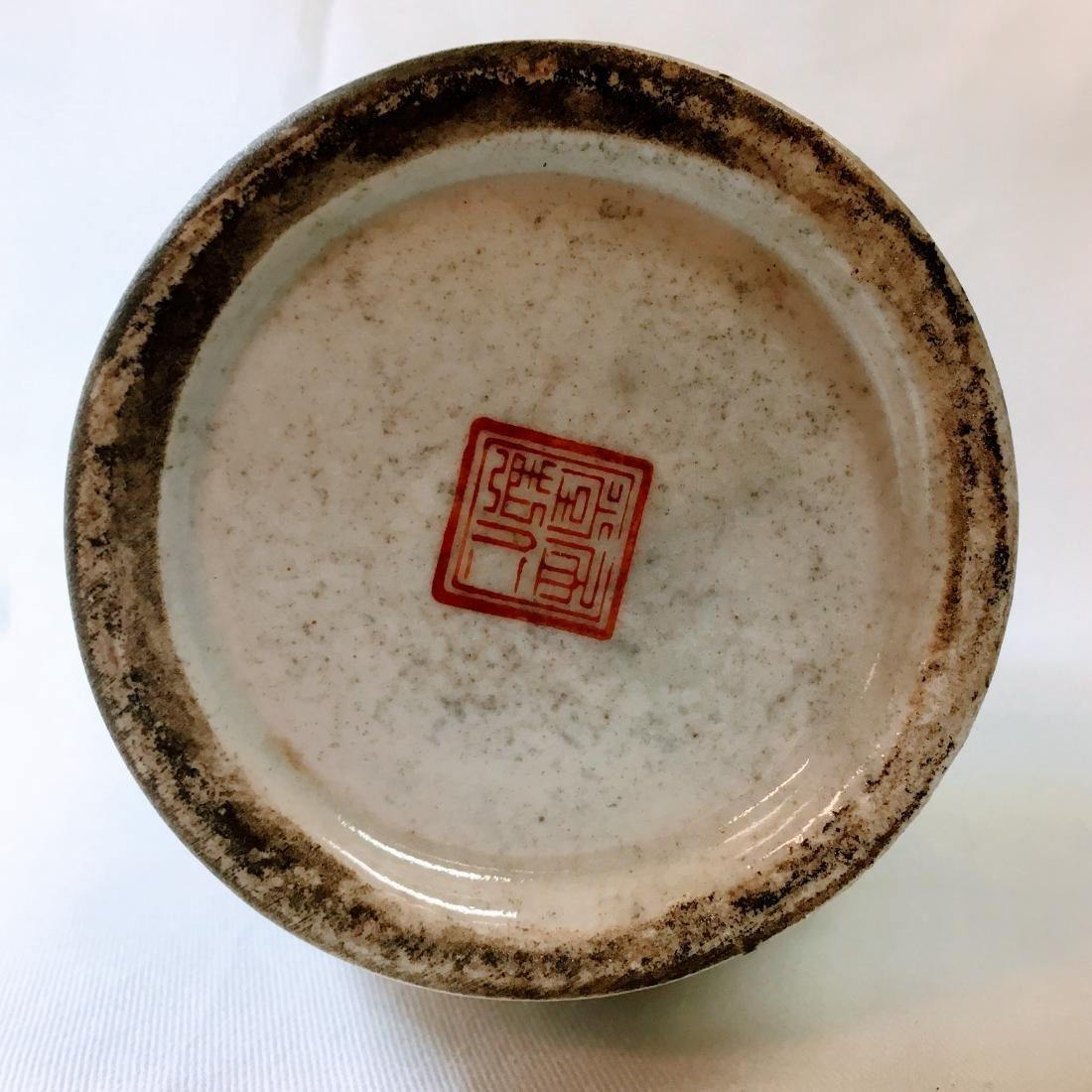 Vintage Chinese porcelain Vase, red mark on bottom - 3