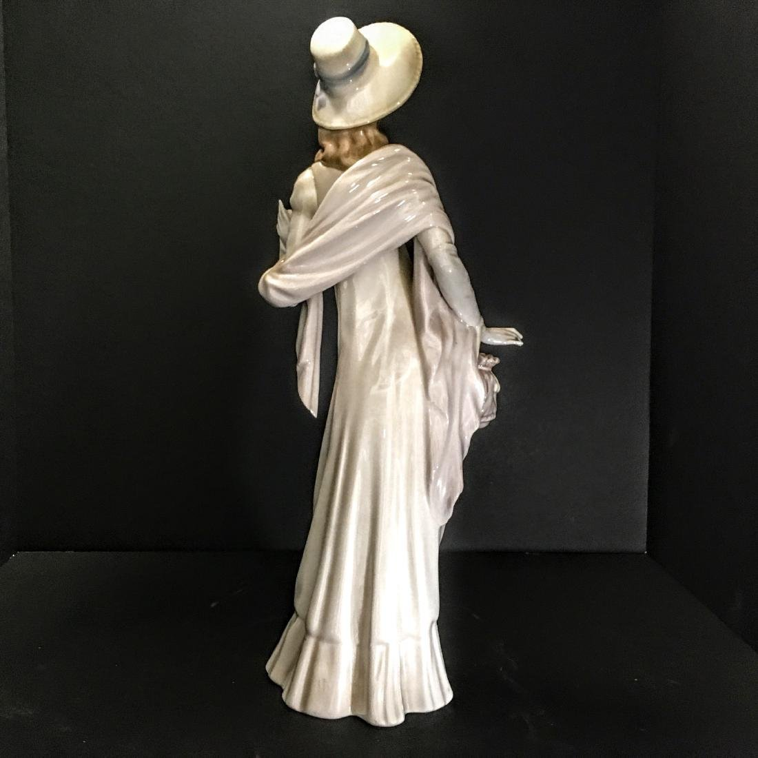 Lladro Figurine - Girl with hat and purse. - 2
