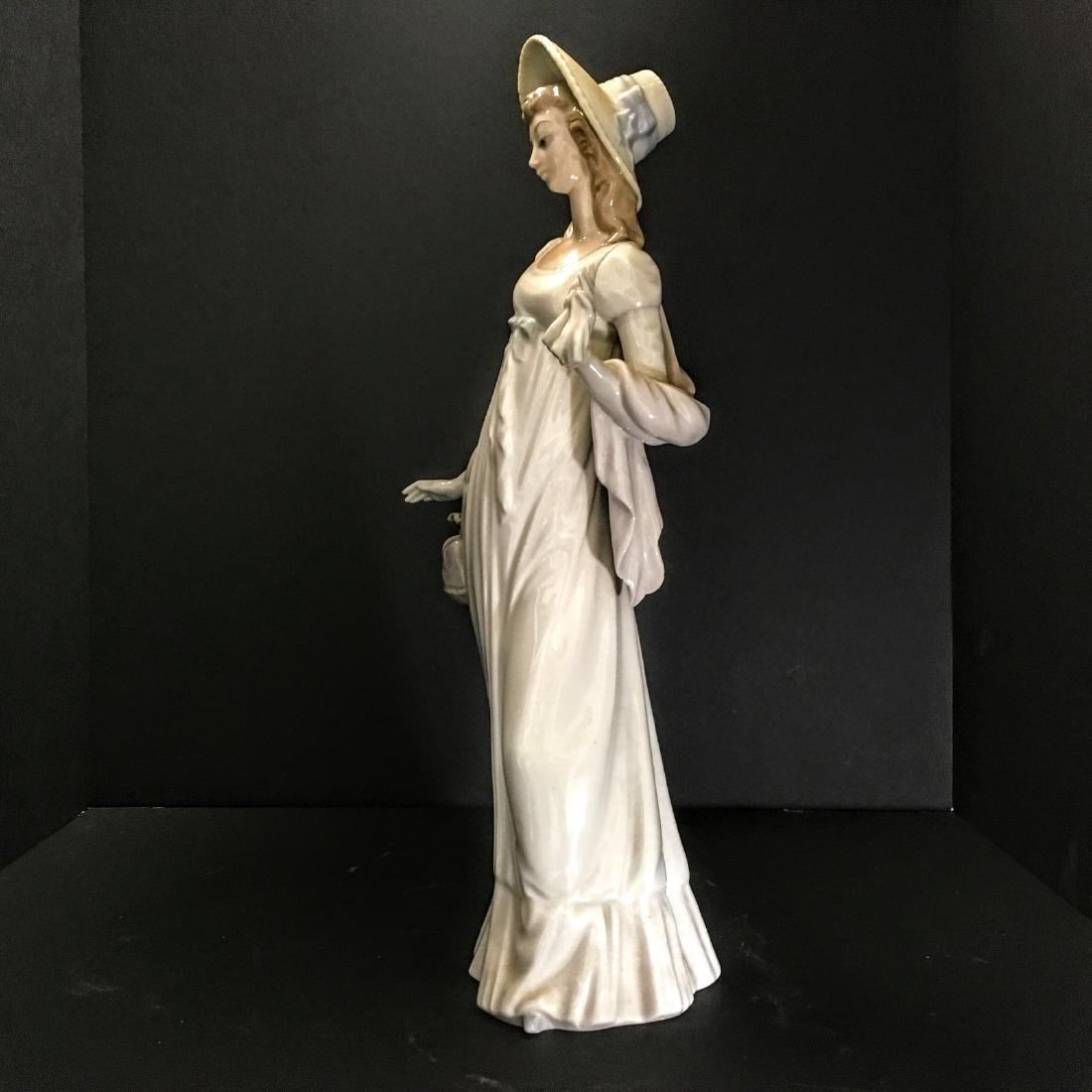 Lladro Figurine - Girl with hat and purse. - 3