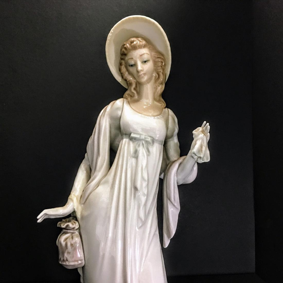 Lladro Figurine - Girl with hat and purse. - 5