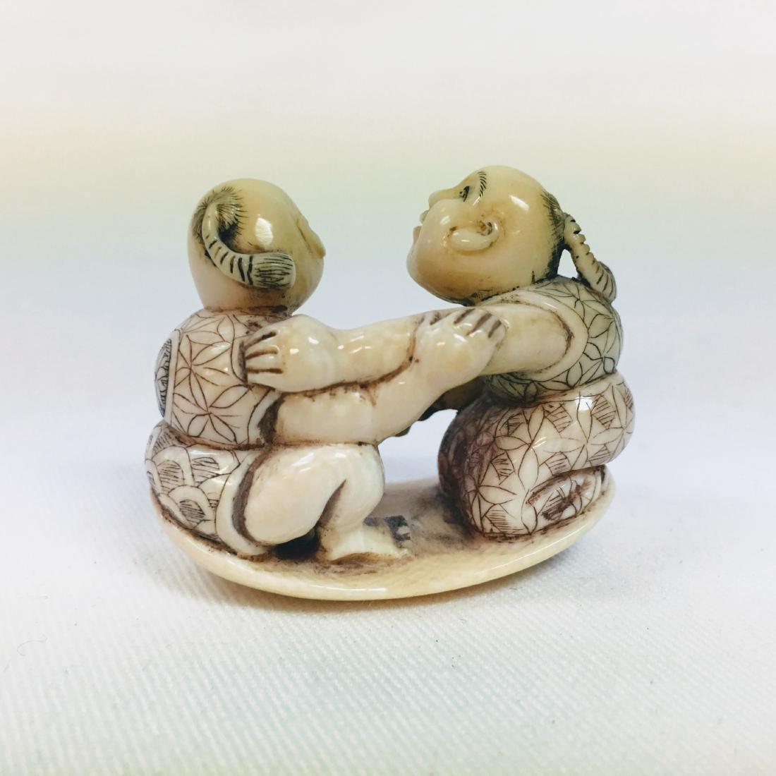 19th Century netsuke men wrestling - 3