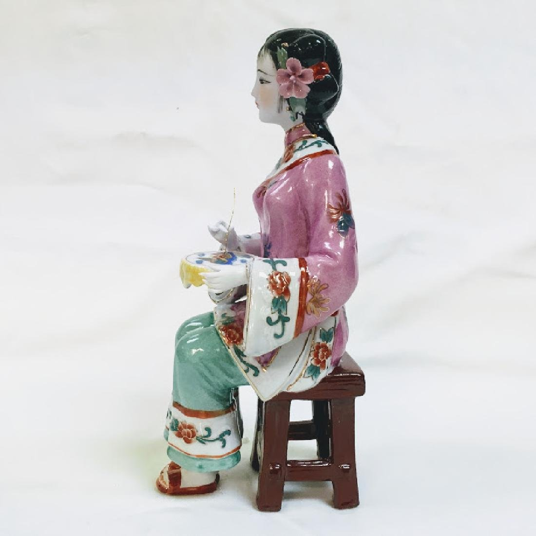 Vintage porcelain Chinese embroidering geisha figurine - 2