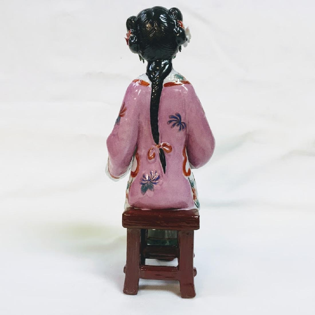 Vintage porcelain Chinese embroidering geisha figurine - 3