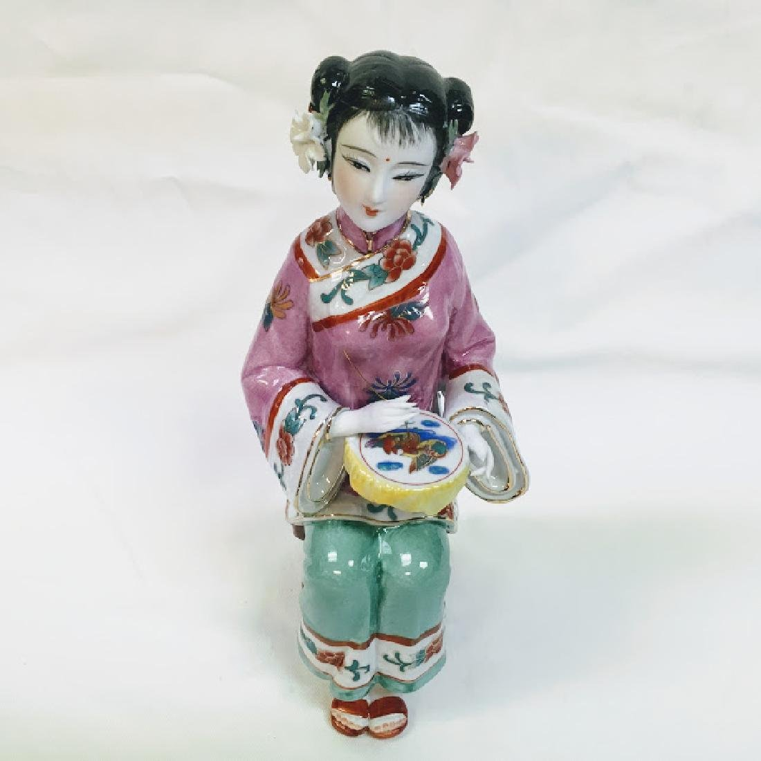 Vintage porcelain Chinese embroidering geisha figurine - 6