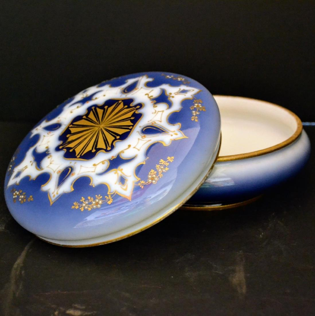 Vintage Limoges Dresser box with lid, porcelain - 2