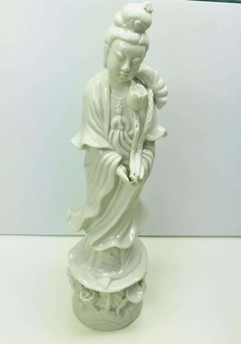 ANTIQUE CHINESE PORCELAIN BLANC DE CHINE FIGURINE OF A
