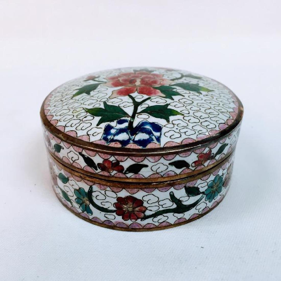 ANTIQUE CHINESE CLOISONNE ROUND FLORAL TRINKET BOX