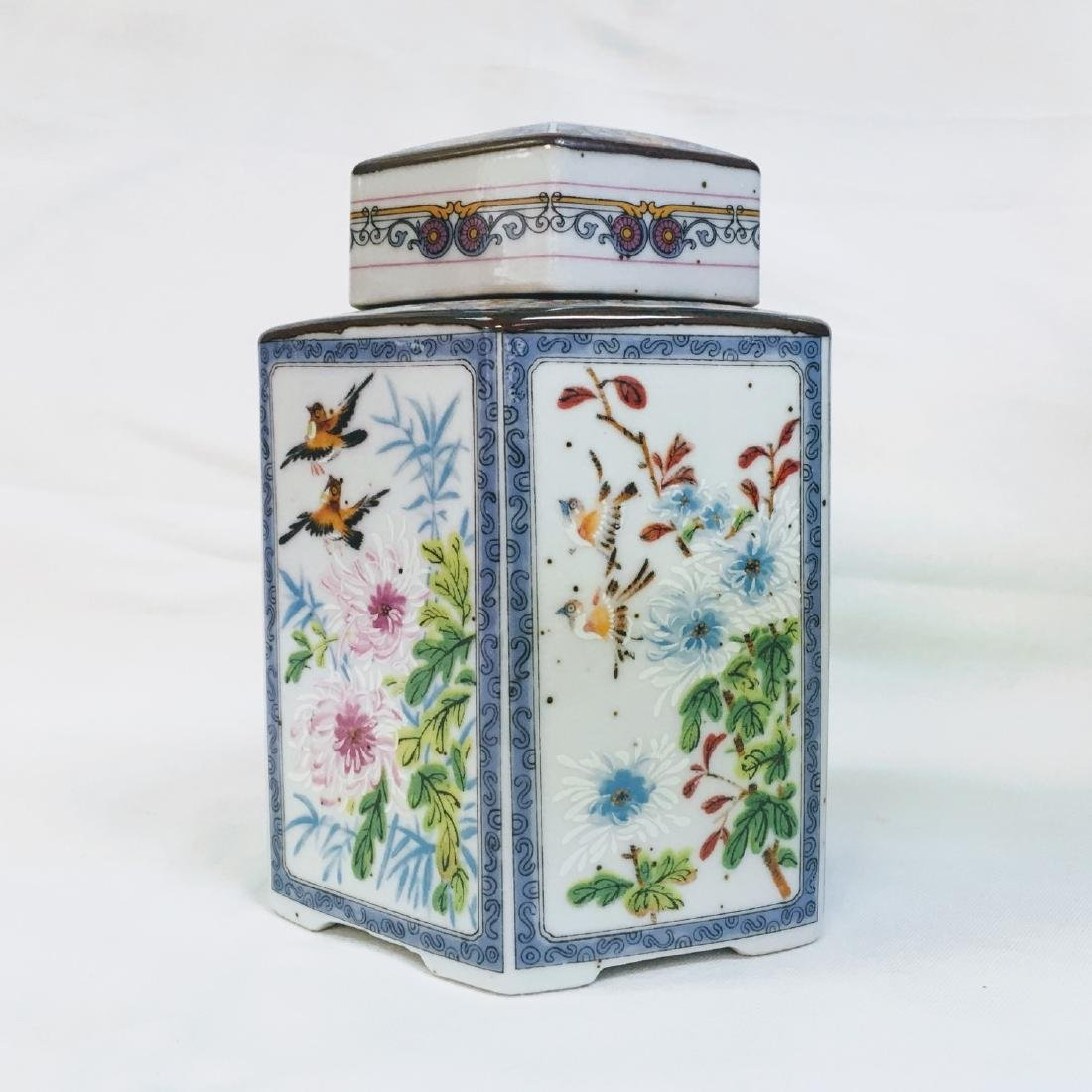 Antique chinese export Tea Caddy Decorated with Birds