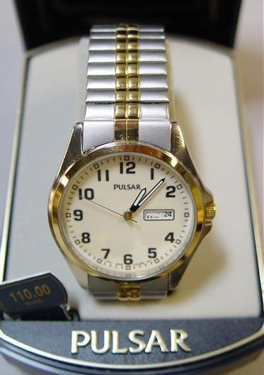 23: Mens Pulsar Wrist Watch