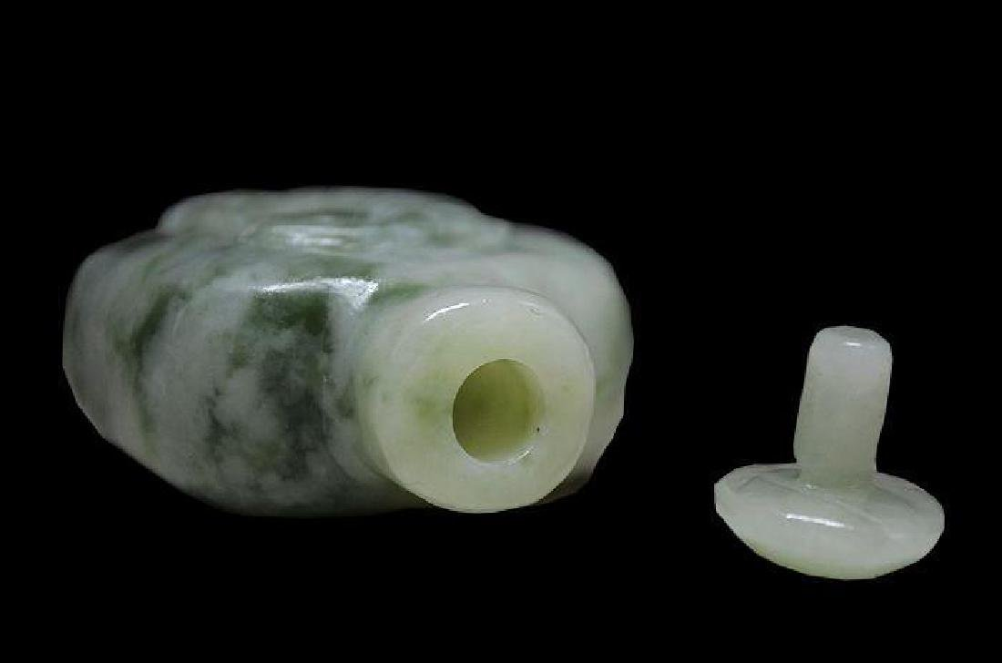 Hand-carved Xiu Jade Fish Snuff Bottle - 3