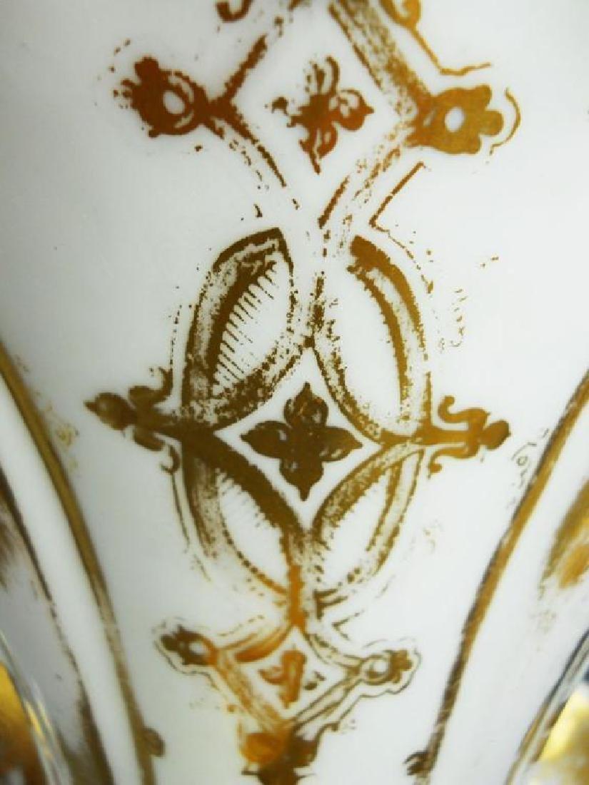Pair of mid 19thc French Porcelain Flair Vases - 3