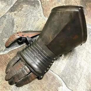 Victorian Era Knight's Gauntlet, Display Armor