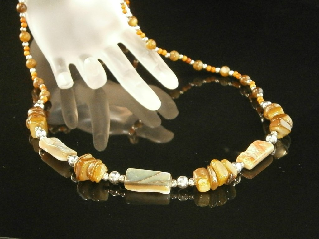 Beautiful Vintage Mother Of Pearl Necklace
