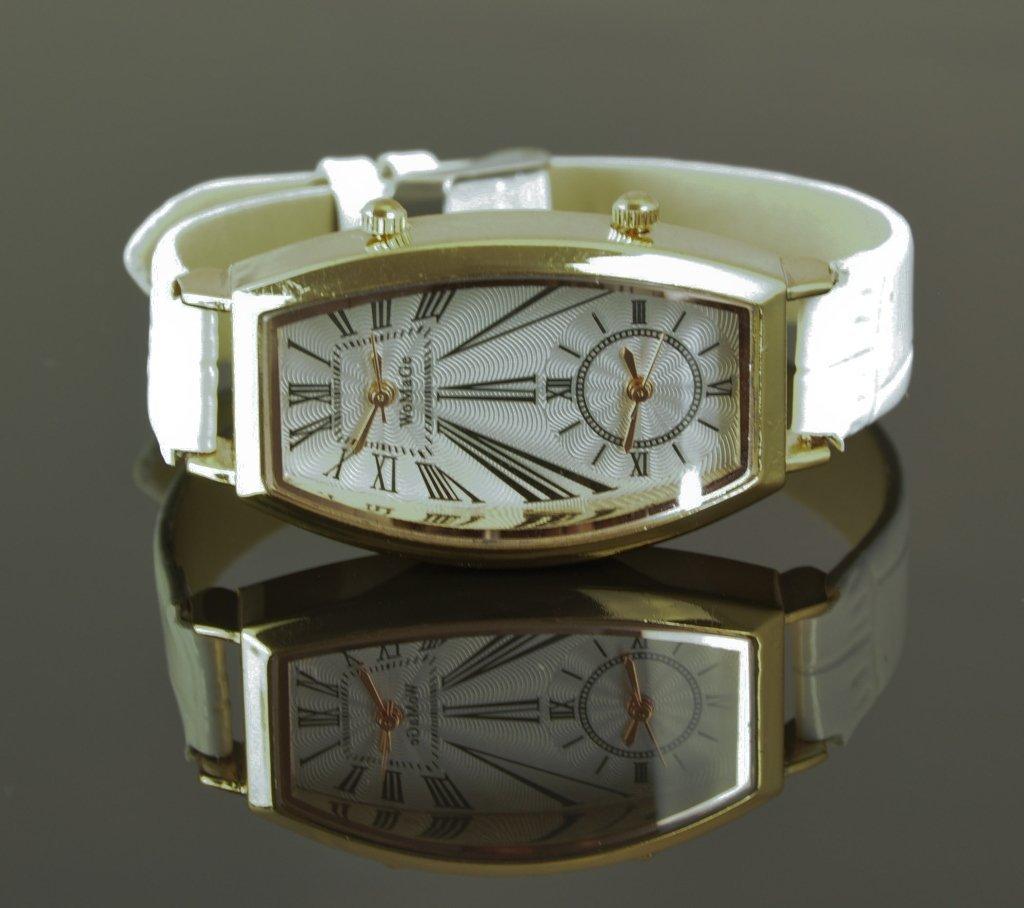 Unisex Wrist Watch With White Alligator Skin Band