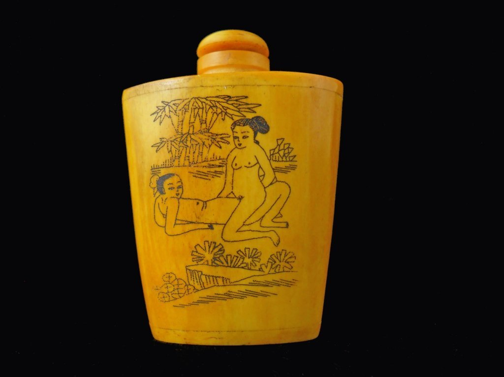 Erotic hand carved Snuff Bottle