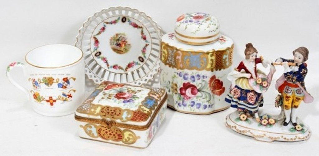 CONTINENTAL PORCELAIN GROUPING, FIVE PIECES