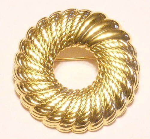 Vintage Monet Pin, Brooch Gold-tone Wreath.
