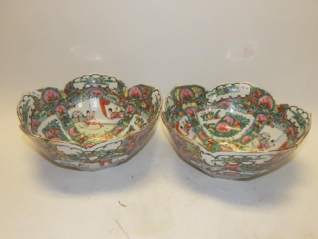 PAIR OF CHINESE ROSE MEDALLION BOWLS