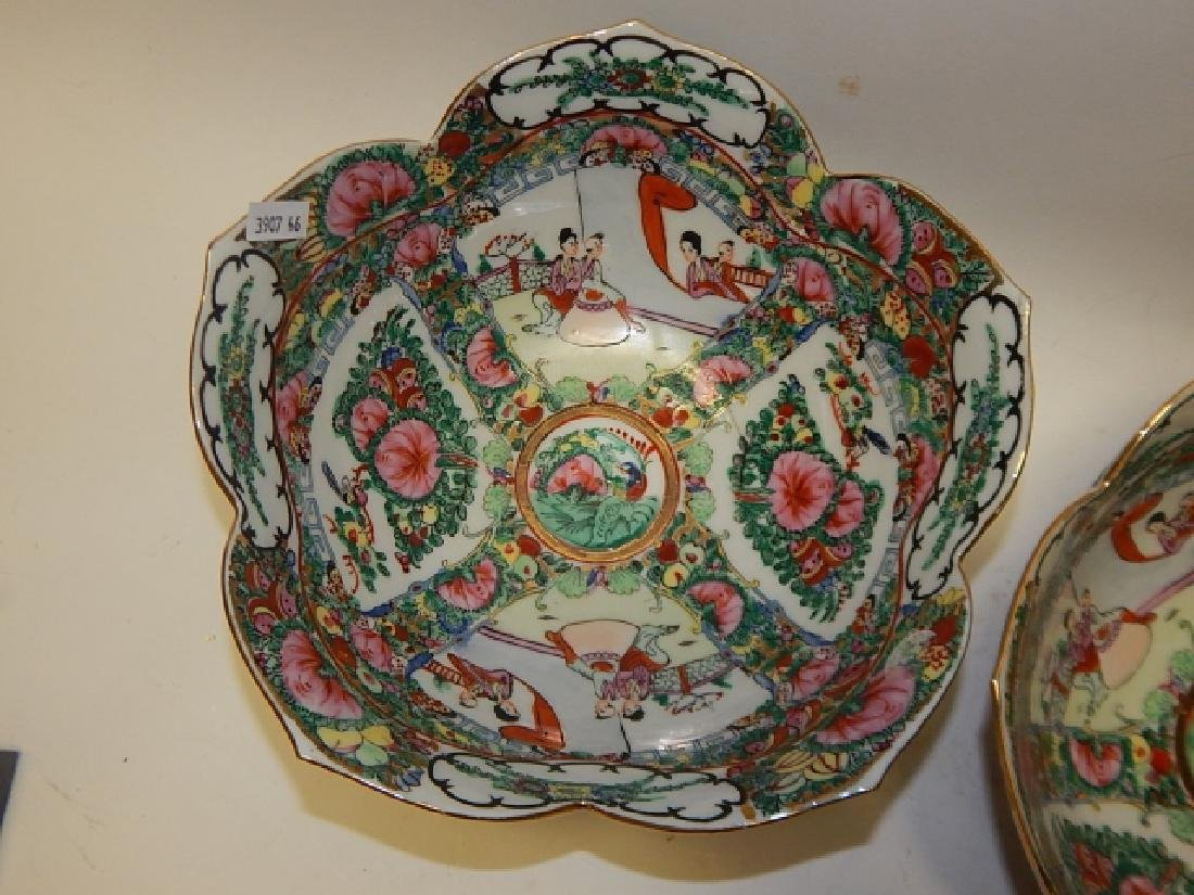 PAIR OF CHINESE ROSE MEDALLION BOWLS - 3