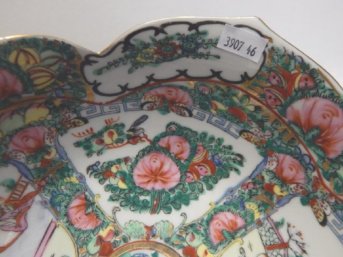 PAIR OF CHINESE ROSE MEDALLION BOWLS - 4