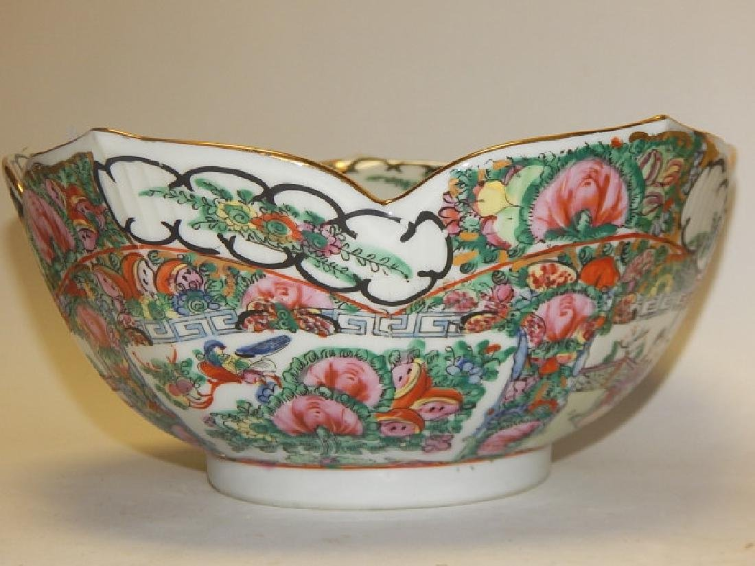 PAIR OF CHINESE ROSE MEDALLION BOWLS - 5