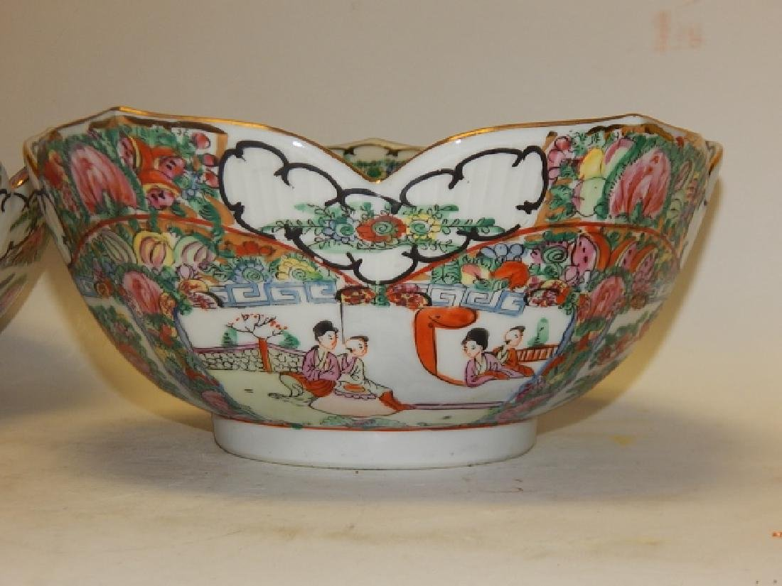 PAIR OF CHINESE ROSE MEDALLION BOWLS - 6