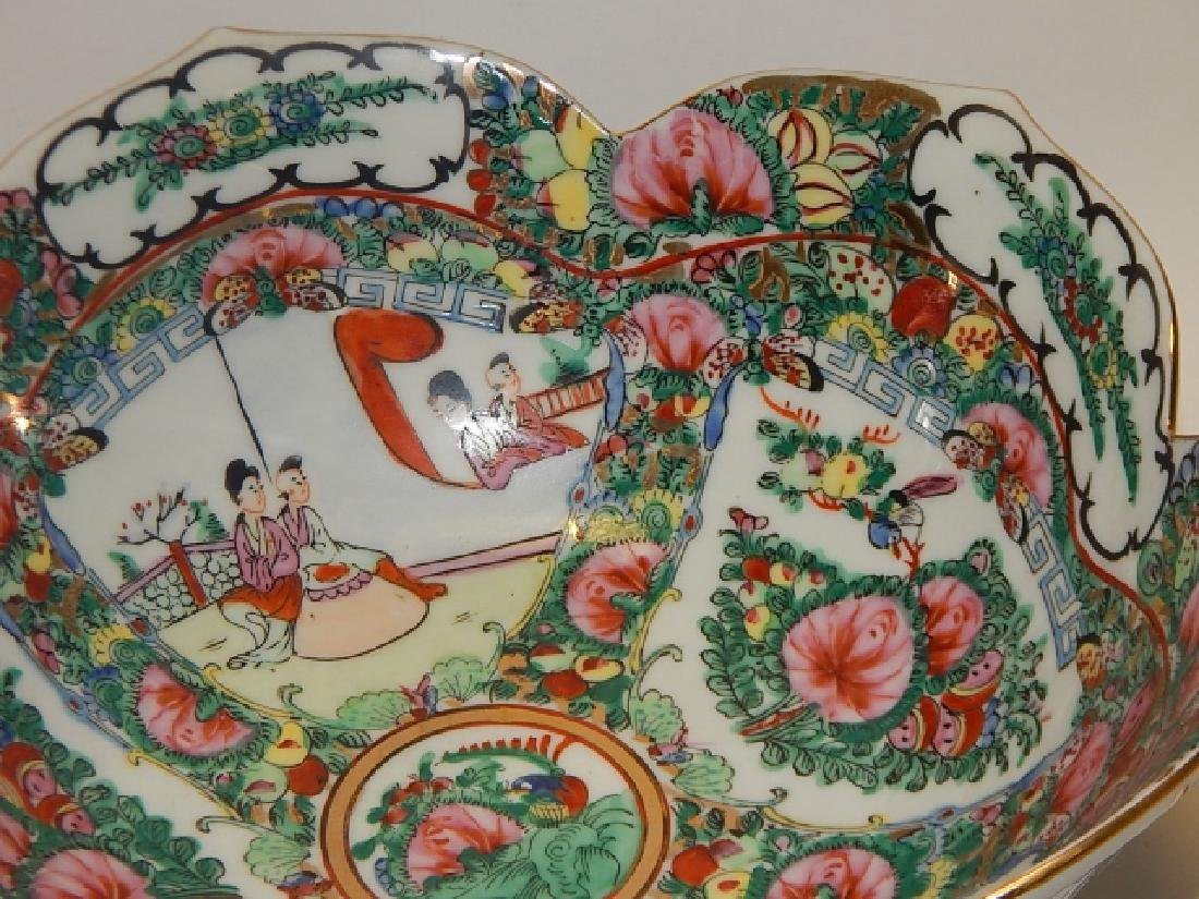 PAIR OF CHINESE ROSE MEDALLION BOWLS - 7