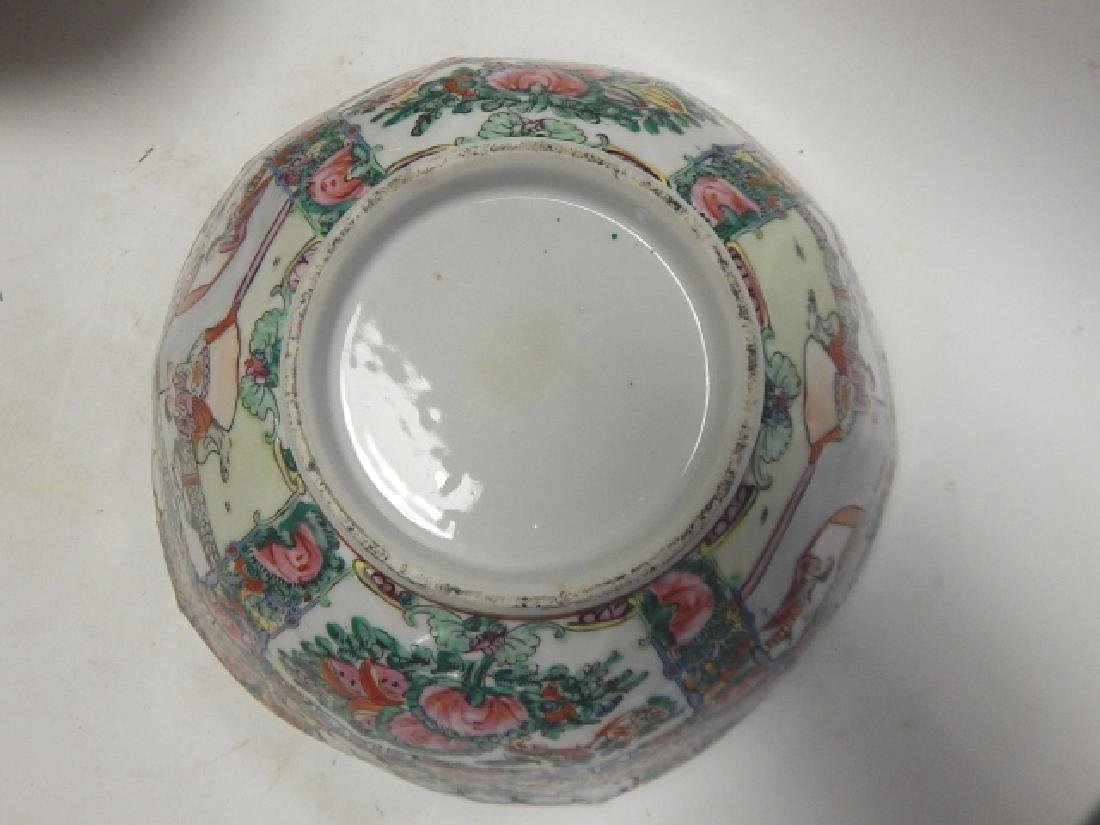 PAIR OF CHINESE ROSE MEDALLION BOWLS - 8