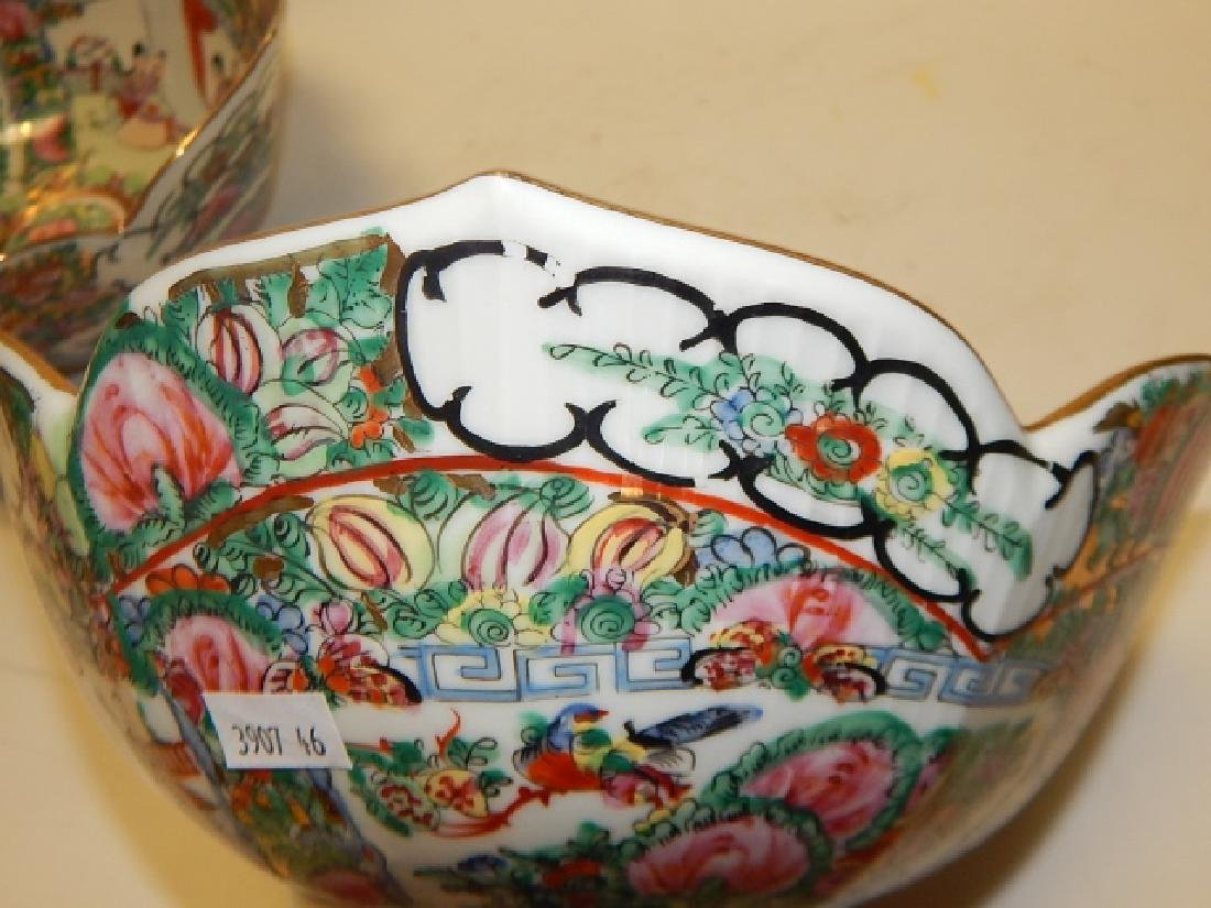 PAIR OF CHINESE ROSE MEDALLION BOWLS - 9