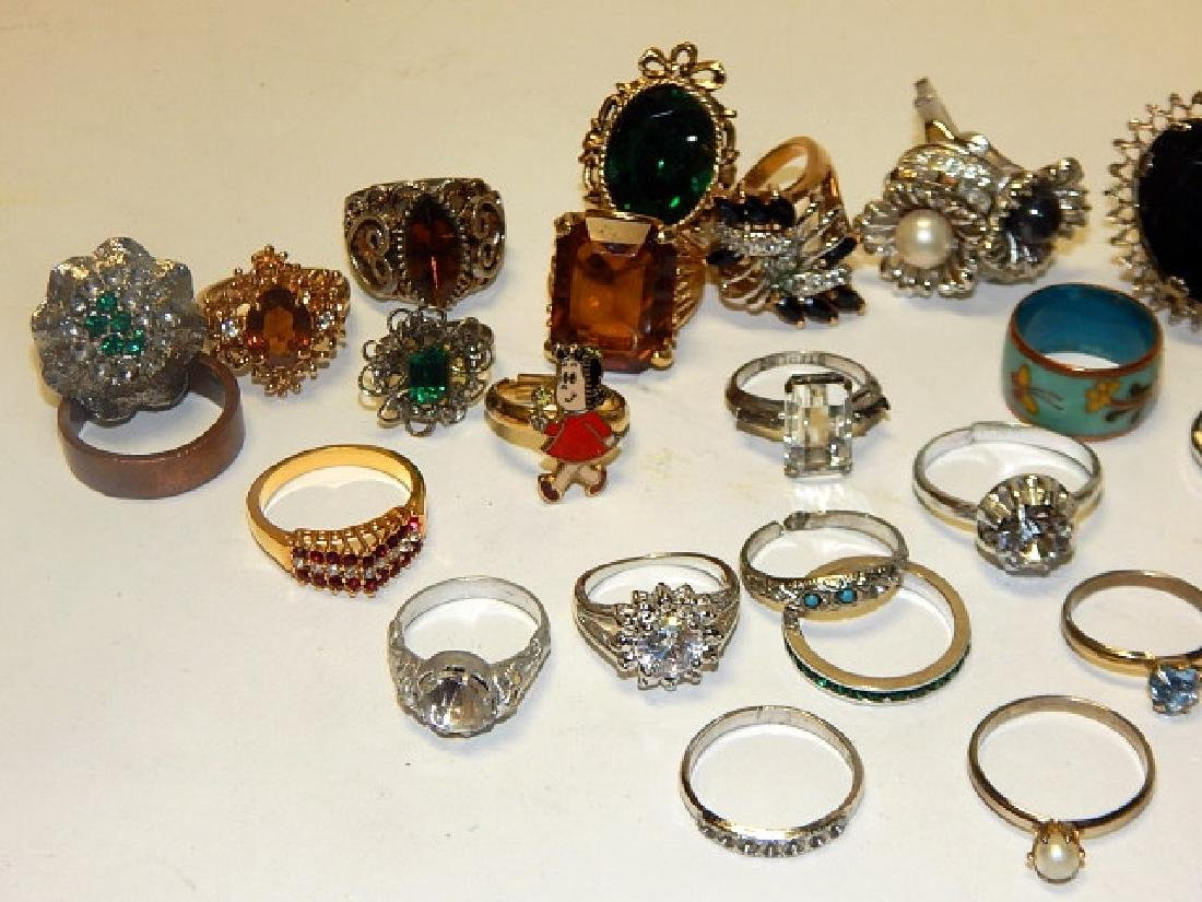 LARGE LOT OF COSTUME RINGS - 4