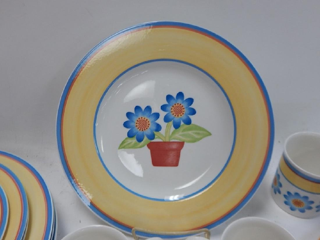 COLLECTION OF VILLEROY & BOCH DISHES - 3