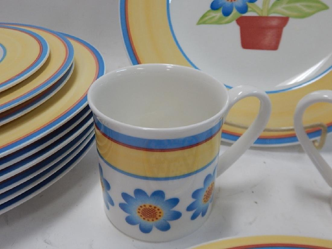 COLLECTION OF VILLEROY & BOCH DISHES - 4