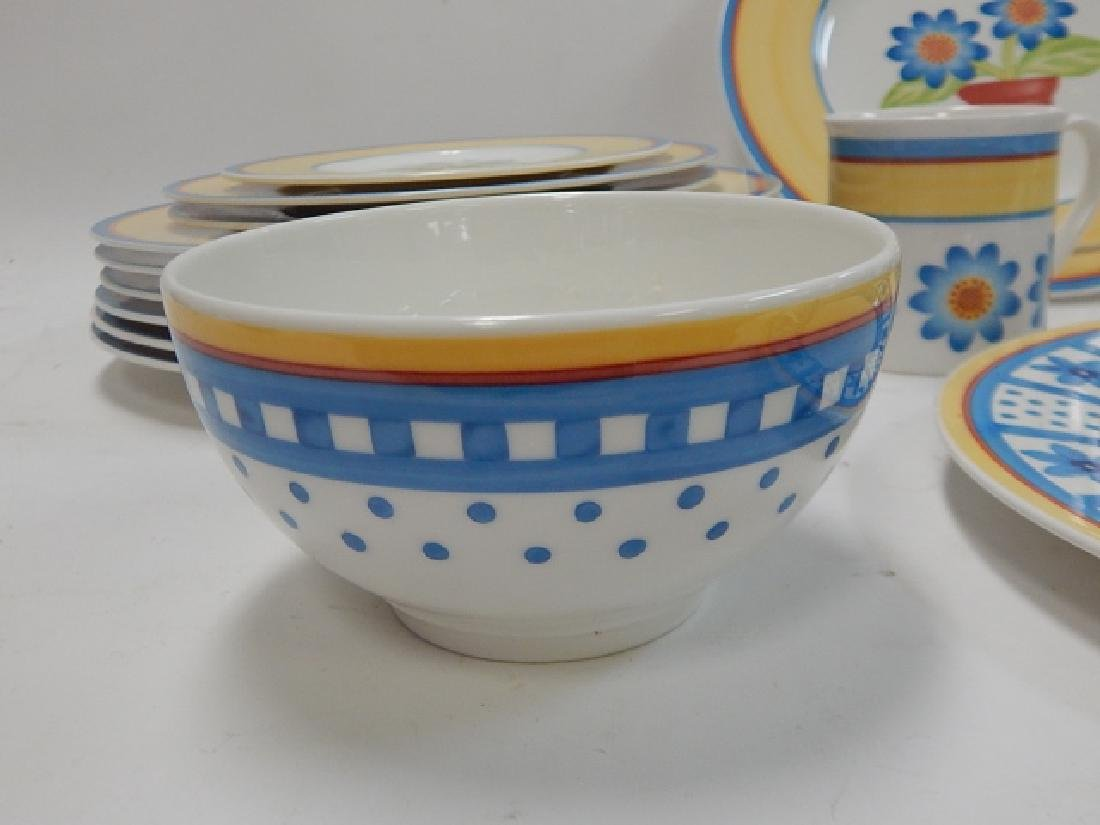 COLLECTION OF VILLEROY & BOCH DISHES - 7