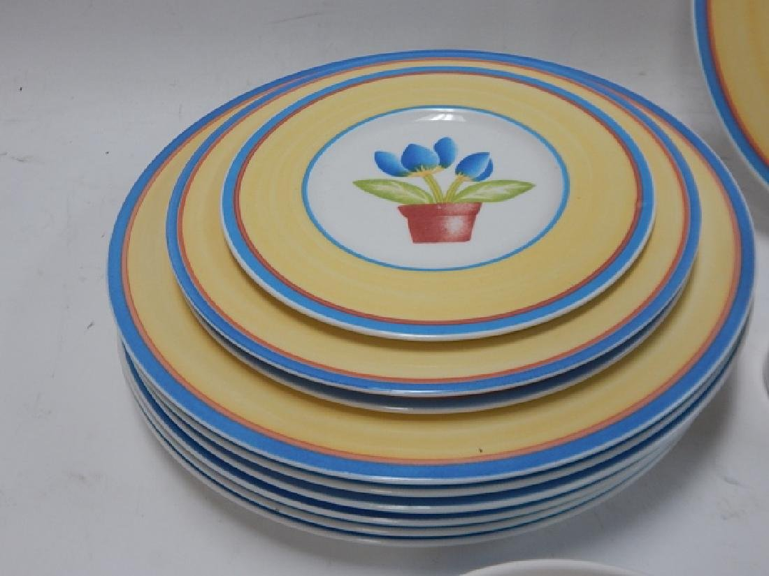 COLLECTION OF VILLEROY & BOCH DISHES - 8