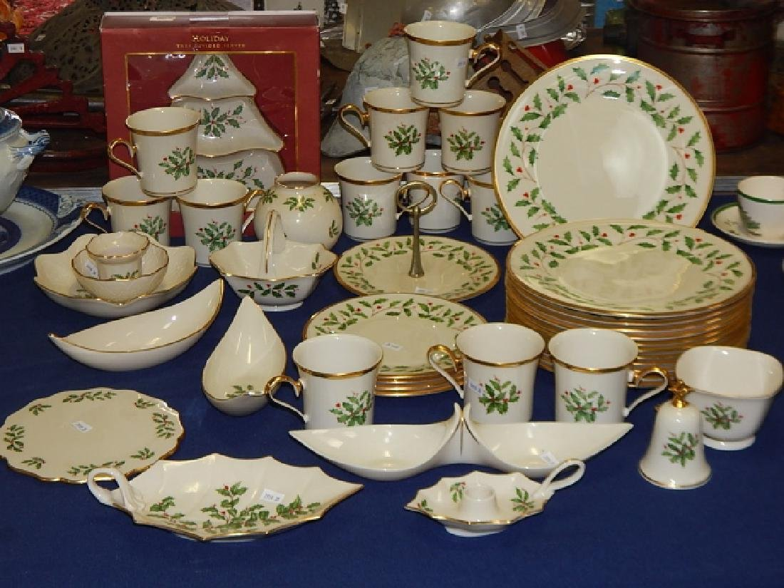 COLLECTION OF LENOX, HOLIDAY DINNER DISHES