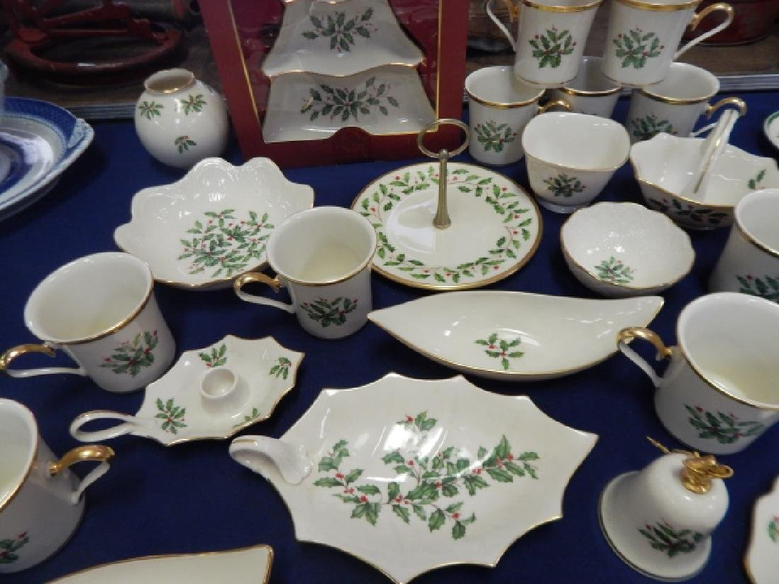 COLLECTION OF LENOX, HOLIDAY DINNER DISHES - 4