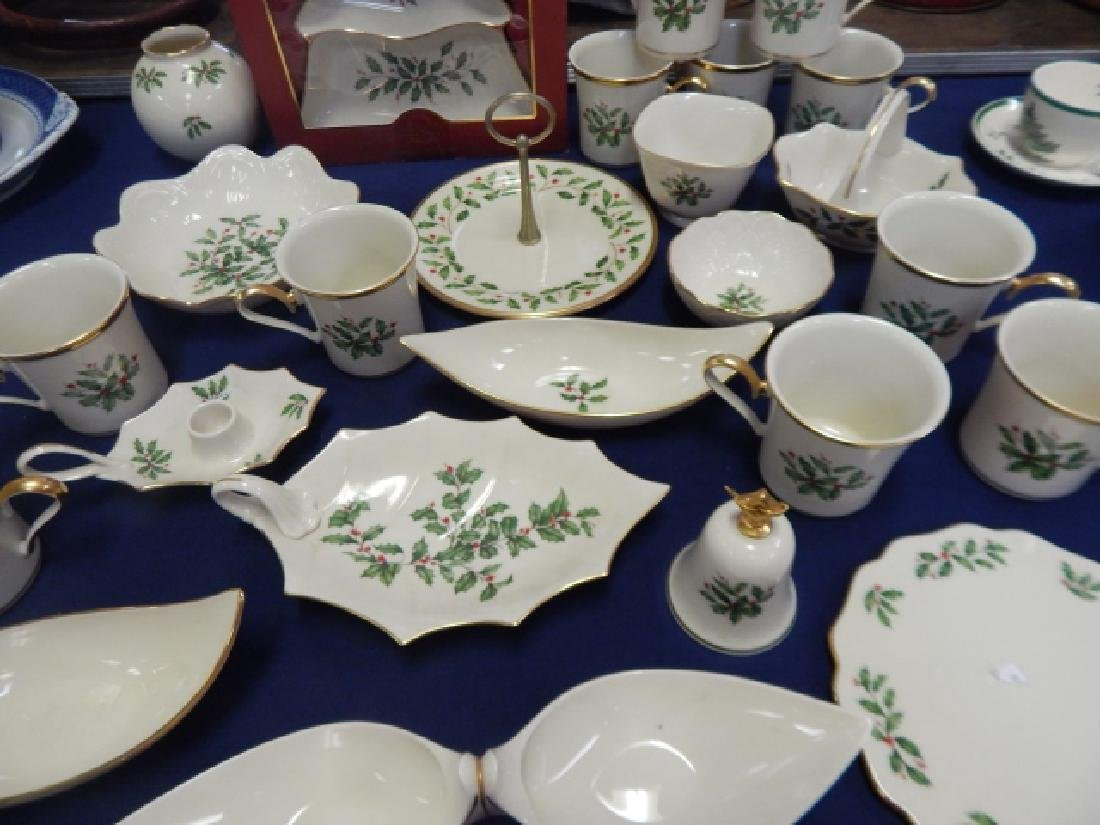 COLLECTION OF LENOX, HOLIDAY DINNER DISHES - 5