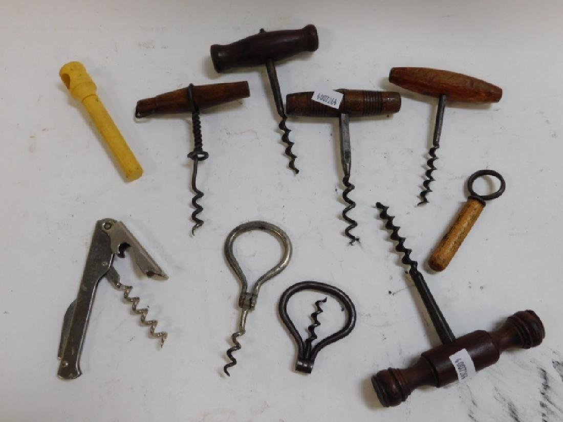 LOT OF CORK SCREWS